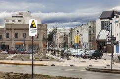 PUERTO MONTT CHILE - Oktober 25: Evakuering för visning för gatatecken Royaltyfria Bilder