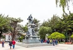 PUERTO NATALES, CHILE - 11 DE ENERO DE 2018: Vista del monumento a Ferdinand Magellan aka Fernando de Magallanes fotos de archivo libres de regalías