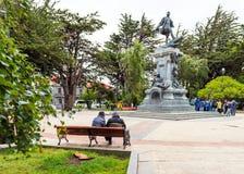 PUERTO NATALES, CHILE - 11 DE ENERO DE 2018: Vista del monumento a Ferdinand Magellan aka Fernando de Magallanes foto de archivo