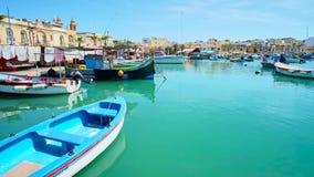 Puerto pesquero de Marsaxlokk, Malta almacen de metraje de vídeo