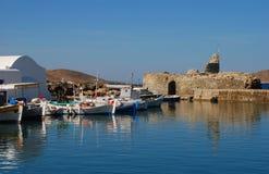Puerto pesquero de Naoussa, Paros, Grecia Fotos de archivo libres de regalías