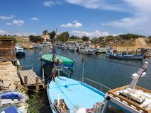 Puerto pesquero en la costa este de Chipre Fotografía de archivo