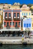 Puerto pintoresco de la ciudad de Symi, isla griega Imagen de archivo libre de regalías