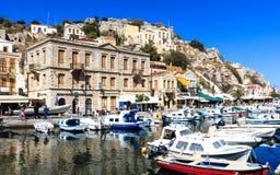 Puerto pintoresco de la ciudad de Symi, isla griega Foto de archivo libre de regalías