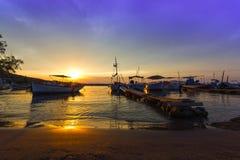 Puerto pintoresco en la puesta del sol Foto de archivo