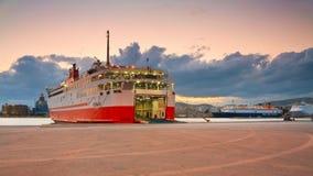 Puerto Pireo, Atenas del pasajero. Imagenes de archivo