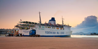 Puerto Pireo, Atenas del pasajero. Foto de archivo