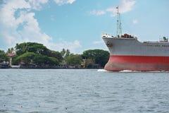 Puerto que entra de la nave Fotografía de archivo libre de regalías