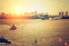 Puerto retro de Miami en una última puesta del sol Foto de archivo
