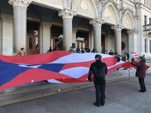 Puerto Rico People e sostenitori riuniti per sollevare domanda di più aiuto nella costruzione del capitale dello Stato di Connect fotografie stock