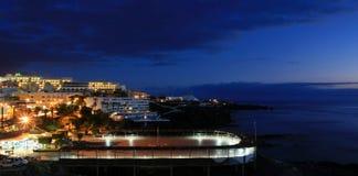 Puerto Santiago en la noche Imagenes de archivo