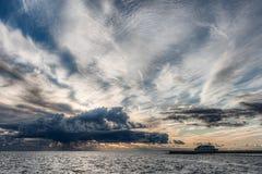 Puerto seguro con el cielo tempestuoso Foto de archivo libre de regalías