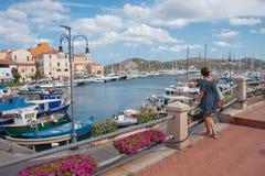 Puerto turístico de Magdalena del La Cerdeña Italia Imagen de archivo libre de regalías