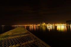 Puerto Varas Chile på natten royaltyfri bild