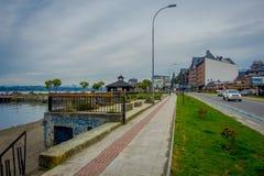 PUERTO VARAS, CHILE, SEPTEMBER, 23, 2018: Herrliche Ansicht im Freien von Pier Puerto Varas und von Llanquihue See stockbilder