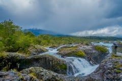 PUERTO VARAS, CHILI, 23 SEPTEMBER, 2018: Saltos DE Petrohue Watervallen in het zuiden van Chili dat, door vulkanisch wordt gevorm royalty-vrije stock afbeelding