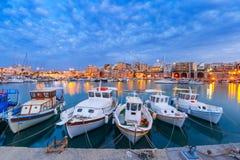 Puerto viejo de la noche de Heraklion, Creta, Grecia imágenes de archivo libres de regalías