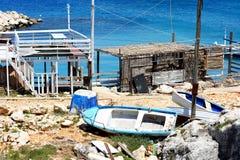 Puerto viejo en las rocas con el mar Foto de archivo libre de regalías