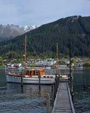 Puerto y barcos, Nueva Zelanda de Wakaripu de Queenstown y del lago imágenes de archivo libres de regalías