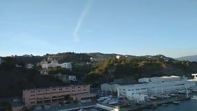 Puerto y ciudad en las colinas Sabona, Italia metrajes
