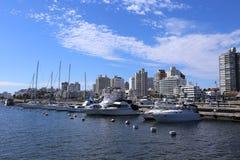 Puerto y horizonte de Punta del Este, Uruguay - abril de 2017 Foto de archivo