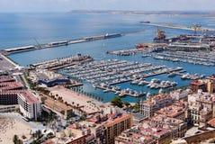 Puerto y puerto deportivo de Alicante Imagenes de archivo