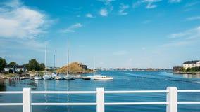 Puerto y yate de Quay en día de verano helsinki imagen de archivo