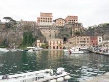 Puertos de Capri en la bahía de Nápoles Italia imágenes de archivo libres de regalías