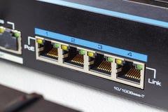 Puertos del interruptor de Ethernet con el primer de la función del PoE Imágenes de archivo libres de regalías