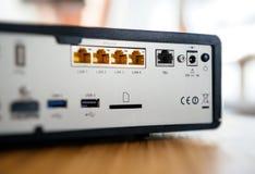 Puertos múltiples para la conexión detrás de la caja de la TV Imagen de archivo