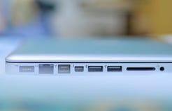 Puertos y ranuras en ordenador portátil Fotografía de archivo libre de regalías