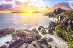 Puesta del sol épica en Seychells Imagen de archivo