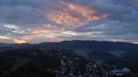 Puesta del sol aérea de Zagreb, Croacia foto de archivo
