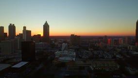 Puesta del sol aérea del paisaje urbano de Atlanta almacen de metraje de vídeo
