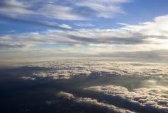 Puesta del sol aérea sobre la opinión de las nubes Foto de archivo libre de regalías