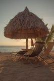 Puesta del sol abajo en la playa Imagenes de archivo