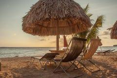 Puesta del sol abajo en la playa Fotografía de archivo libre de regalías
