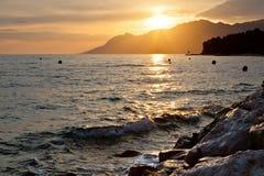 Puesta del sol adriática cerca de Baska Voda Fotografía de archivo libre de regalías