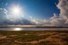 Puesta del sol africana en el lago Foto de archivo libre de regalías