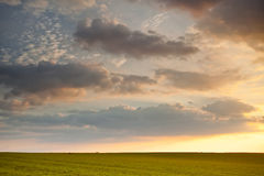 Puesta del sol agrícola fotos de archivo