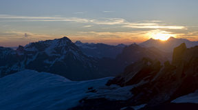Puesta del sol alpina fotos de archivo
