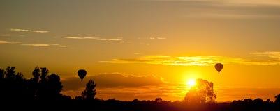 Puesta del sol amarilla romántica Fotos de archivo libres de regalías