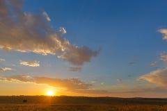 Puesta del sol amarilla y azul Imagen de archivo libre de regalías