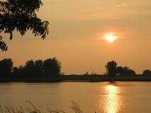 Puesta del sol Ameiden, los Países Bajos Foto de archivo libre de regalías