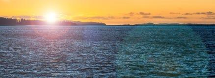 Puesta del sol anaranjada con agua azul profunda en Escandinavia Sol de medianoche con la llamarada de la lente Fotografía de archivo libre de regalías