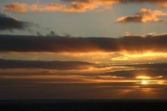 Puesta del sol anaranjada en el mar Imágenes de archivo libres de regalías