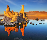 Puesta del sol anaranjada en el mono lago Imágenes de archivo libres de regalías