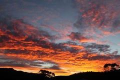 Puesta del sol anaranjada en las nubes Fotografía de archivo