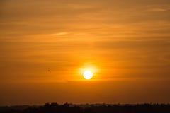 Puesta del sol anaranjada hermosa fotos de archivo libres de regalías