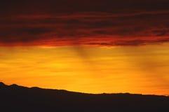 Puesta del sol anaranjada y amarilla fotos de archivo libres de regalías